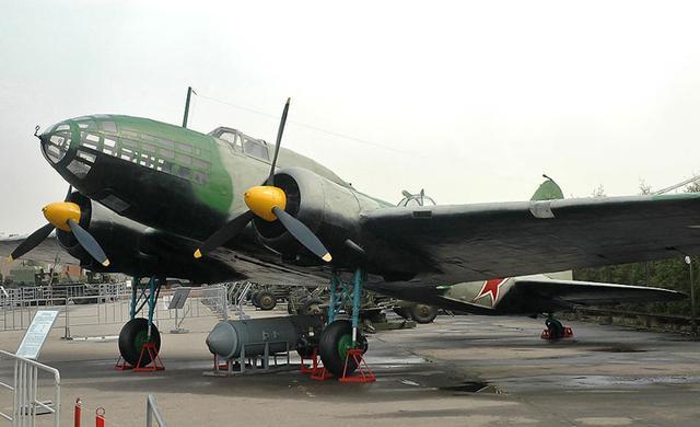 人体写真囹�a��)��'�il�f�x�~�;�K�>j�x��Y��&����/��7��_7毫米机枪. 伊尔-4(il-4)中型轰炸机