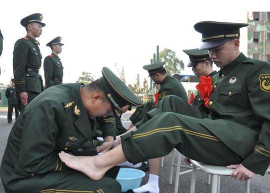 退伍军人征服女上�_又到一年退伍季,又到驼铃撕人心肺时,据老兵们回忆,每到军人退伍的那
