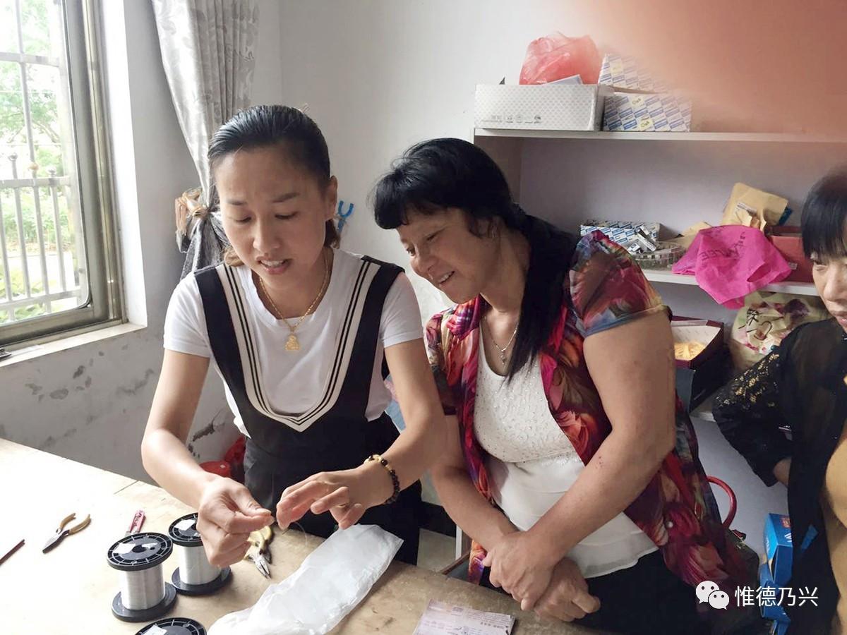 【精准v农村】来料加工为我市农村妇女搭起脱小太阳767商用豆浆机图片