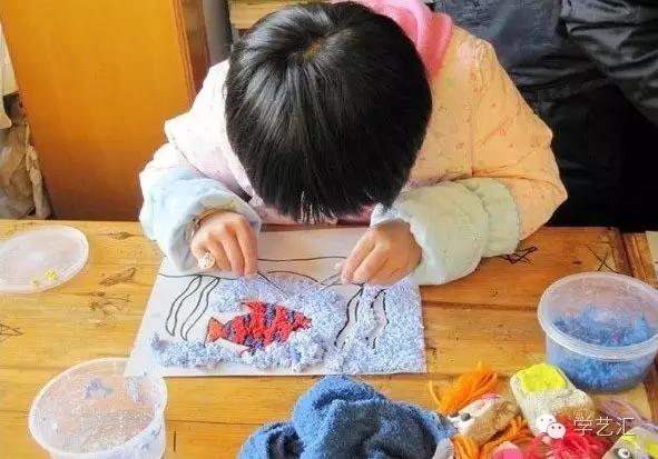 明快,如:京剧脸谱、抽象画、现代装饰画等.纸浆的特性决定制作,