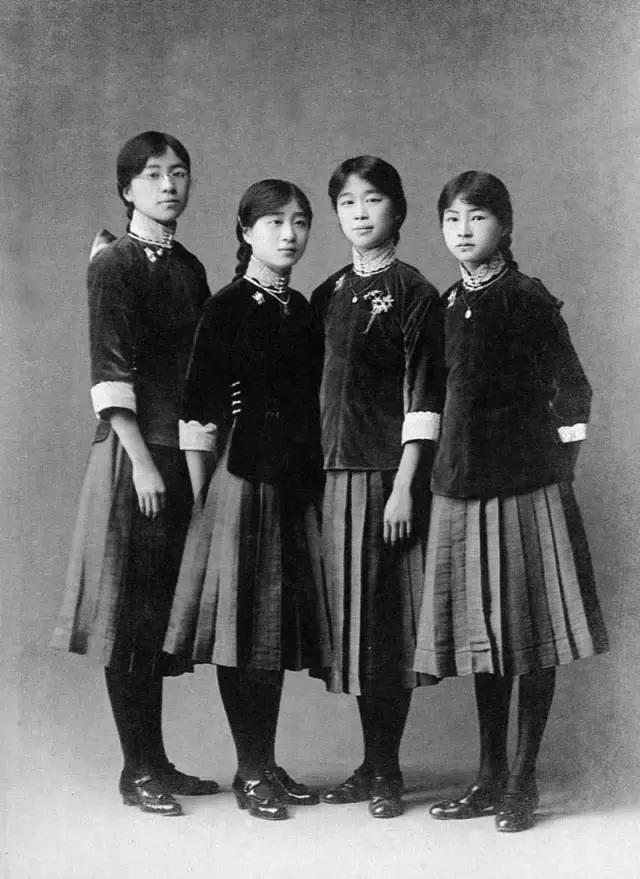 开学了,还记得那年我们穿过的丑校服吗