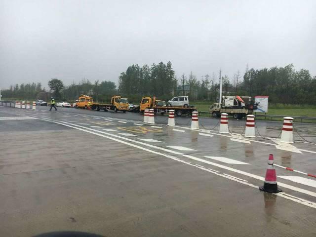昨天上午9时许,宁扬高速仪征段往南通方向的车道上发生了一起事故,4