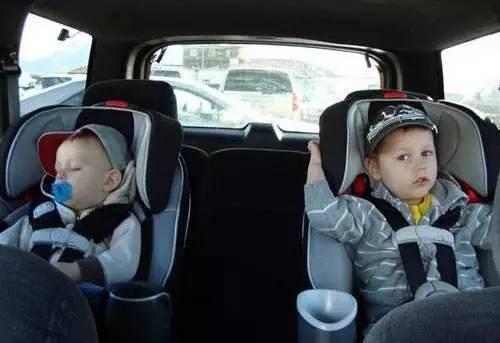 孩子可以不懂为什么要坐安全座椅,但你不能无知
