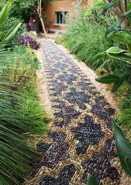 庭院中的 鹅卵石 简直美到不像话