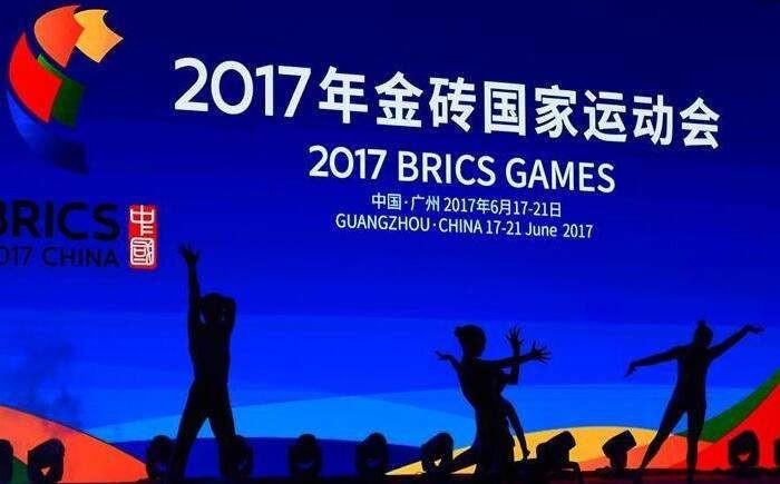 """足球梦牵中国梦: """"全场核心""""习近平重视青少年足球发展"""