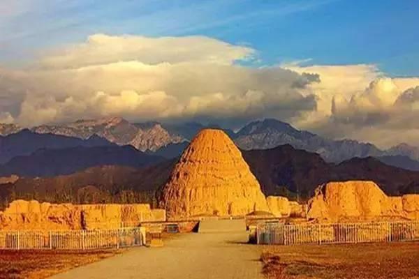 西夏王朝_西夏王陵位于宁贺兰山东麓,是西夏王朝的皇家陵寝,也是中国现存规模最
