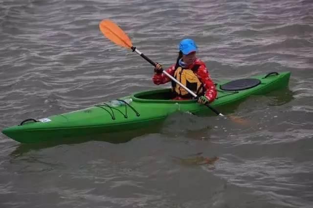 露营皮划艇,驮着装备露营去岛上划着!巴西武术教练图片
