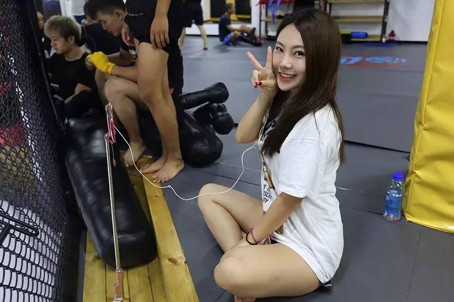 成人情色小�9�9��9��9��_9月6日9:30直播广州赛区功夫训练营 与美女主播一起