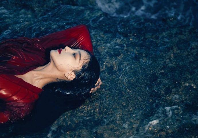 红衣杀阡陌图片_张馨予发红衣湿身性感美照 网友说要是演杀阡陌也一定惊艳