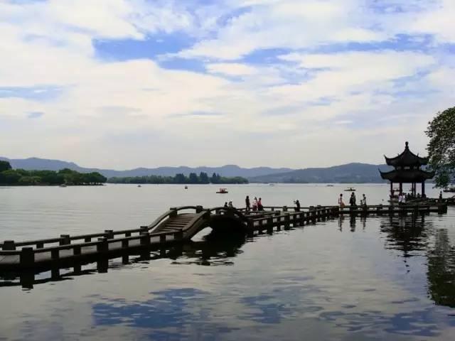 漫步苏堤,感受浪漫西湖的诗情画意,观三潭印月,白堤,断桥,孤山,平湖图片