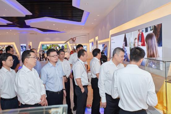 大数据--文化自信、科技自信 ——江苏省副省长王江率队视察爱尔威智能科技