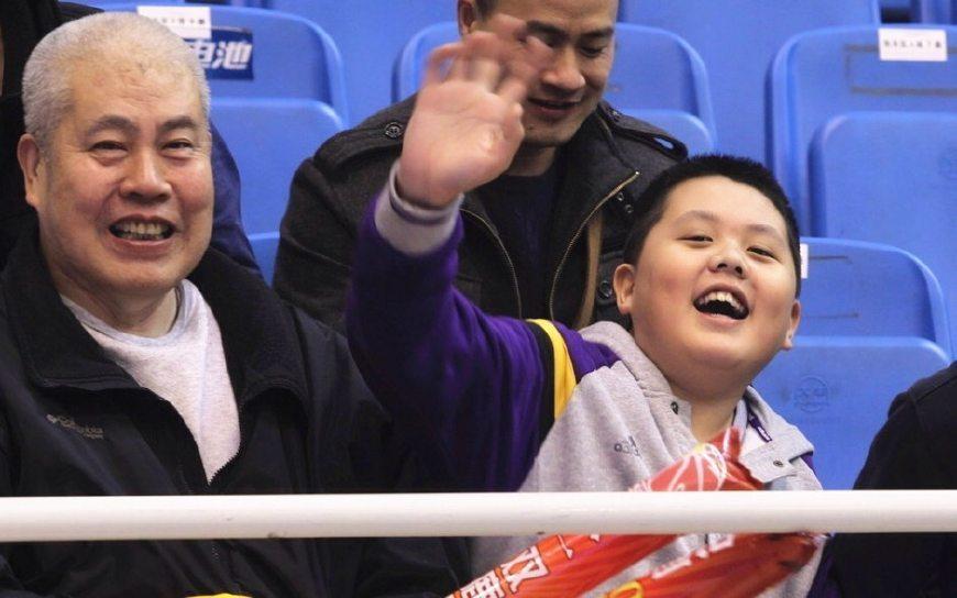 王治郅儿子13岁身高近1米9,天赋出众却因国籍