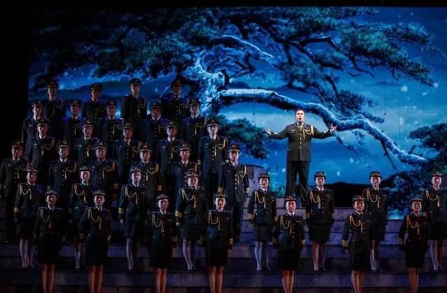 十五,领唱与合唱《天下乡亲》 领唱:丁晓君
