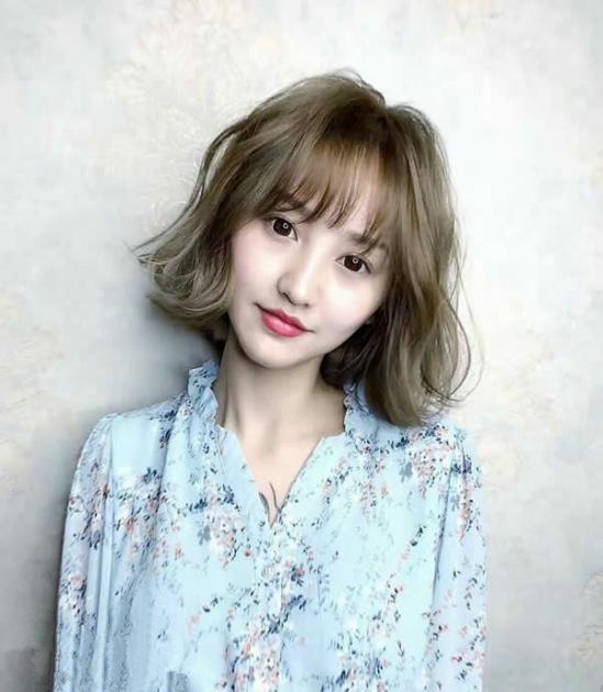 女生空气刘海图片 依旧是那般清新与甜美