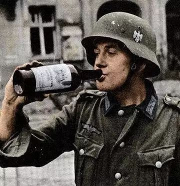 severely的意思_因为元首一句话,二战时期竟有一批德国士兵不能在战时喝酒!