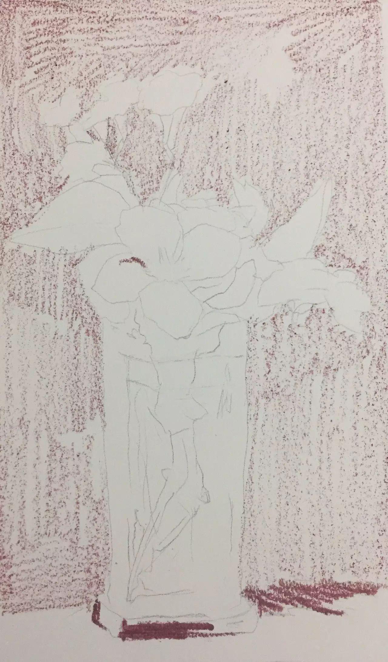 使画面色彩看起来更柔和   起稿:   用铅笔画出花瓶,画的位置,以及