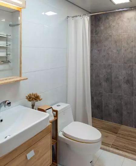 卫生间地漏安装_卫生间别再装淋浴房了!用浴帘和挡水条的组合才是最正确!
