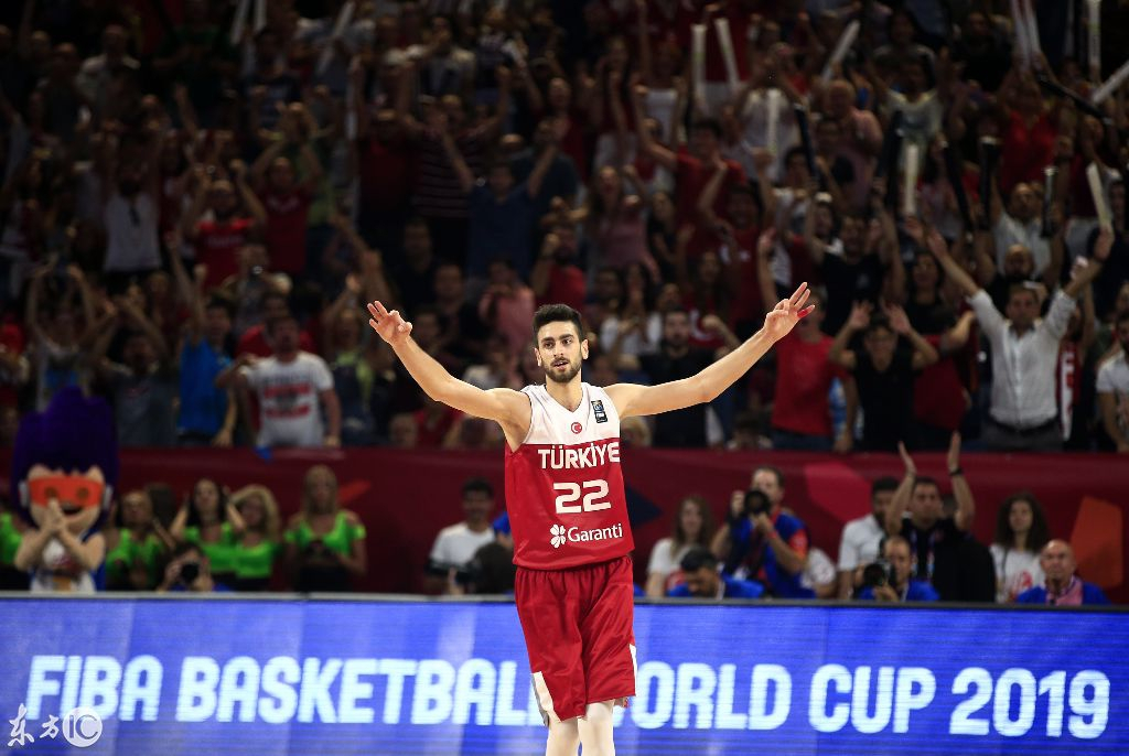 欧洲篮球锦标赛土耳其对阵西班牙小加索尔空中闪躲拉杆!