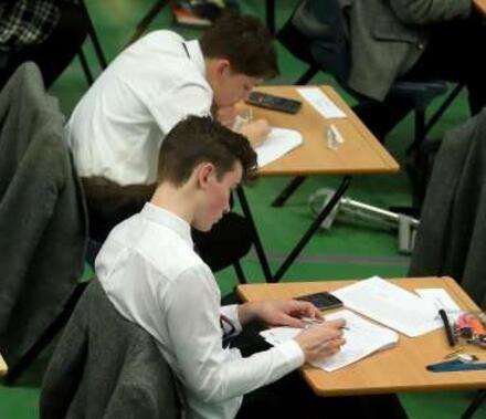 剑桥大学考虑允许用电脑答卷 因学生手写字迹难认