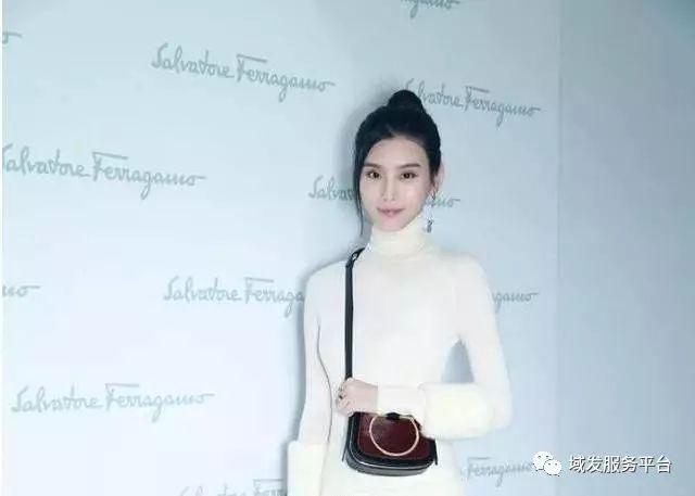 王丽坤新发型惊艳众人,33岁扎丸子头减龄,美如20岁