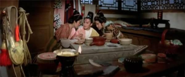 香港艳星余莎莉囹�a_余莎莉在1977年《应召名册》中扮演的正是白小曼,揭露娱乐圈女明星