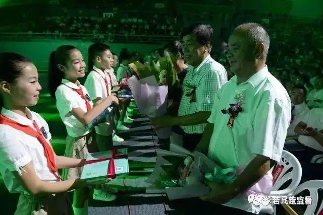 苍南县举行2017年教师节庆祝表彰文艺晚会