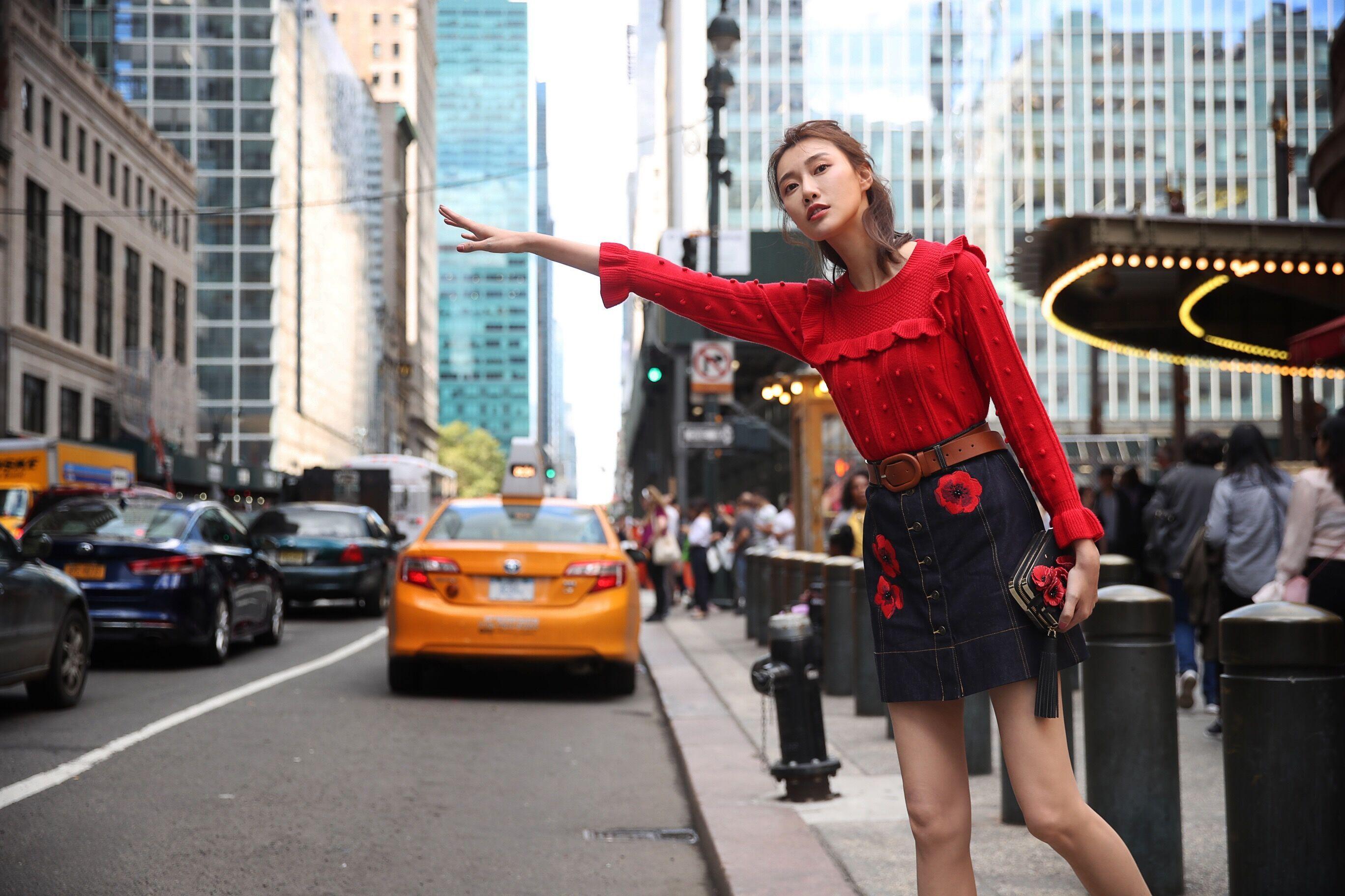 李斯羽最新街拍曝光 网友:纽约街头打车三部曲_搜狐娱乐_搜狐网