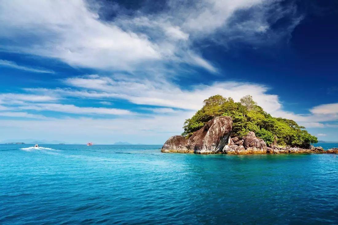 旅游 正文  早餐后,搭乘快艇前往 金沙岛(约2小时),在金沙海滩边戏水