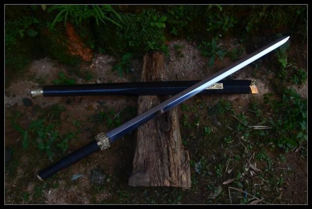 八面汉剑和唐刀囹�a_都说双槽汉剑霸气,八面汉剑帅气,汉剑的几种剑身你更喜欢谁?