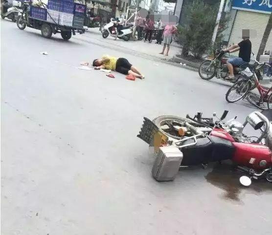 今天早上莲下镇上村发生一起车祸