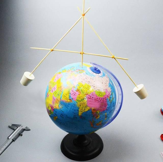 小朋友制作平衡竹签陀螺地球 2 手工diy制作活动 通过专业老师对模型