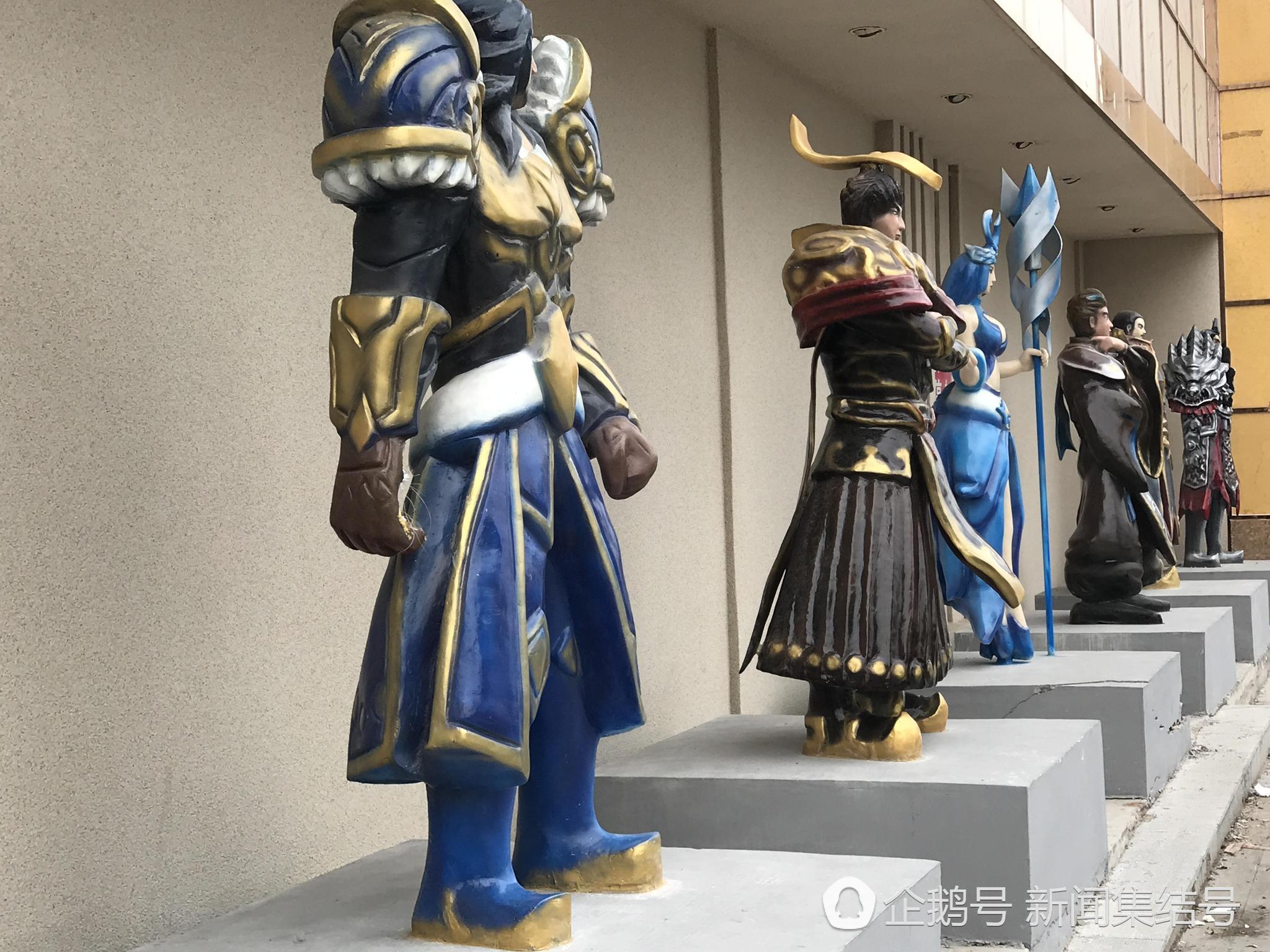农安街头现王者荣耀雕塑,李白 孙悟空 王昭君 咔咔站一排图片