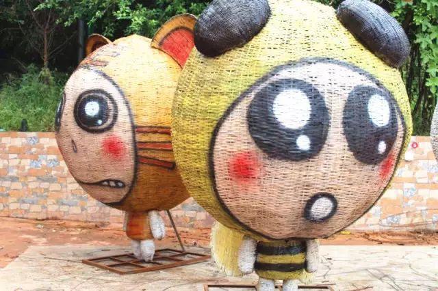 """""""两只小蜜蜂,飞在花丛中."""",哈哈哈哈哈,超级可爱的大头蜜蜂!图片"""