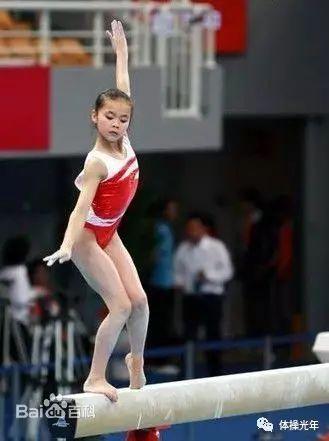 体操迷们应该都还记得这个跳步规范的姑娘,印象中杠子上的e转,叶戈尔图片