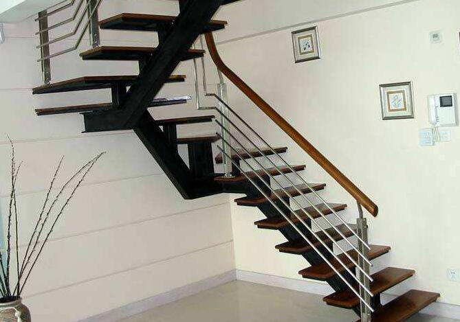 阁楼楼梯有哪些设计技巧?