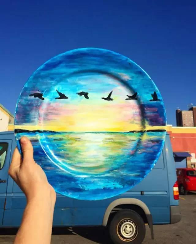 水泥墙涂鸦_端盘子的服务生到艺术家,一个盘子改变了她的一生 绘•画