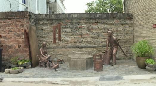 小巷墙面还布置了 相应主题的历史文化景框 以及公益广告和公益小品图片