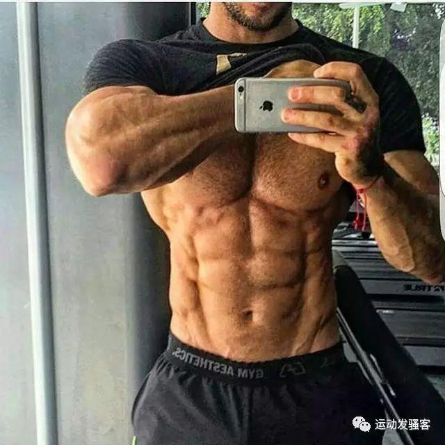 都说腹肌是男人吸引女人的必杀技,那腹肌女对男人有吸引力吗?