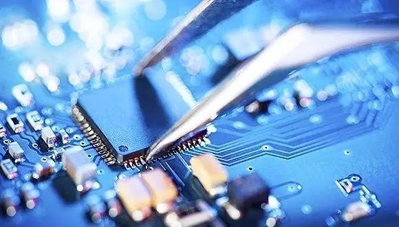 特朗普首次签署行政令,叫停中资收购美国芯片制造商