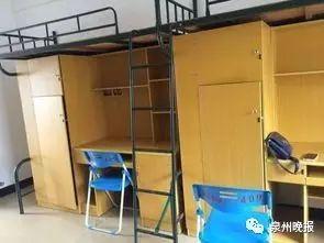 泉州海洋职业学院   福建省泉州市洛江区安吉路2号   男生8人间,女生有4人间也有8人间,   都有空调和热水器.
