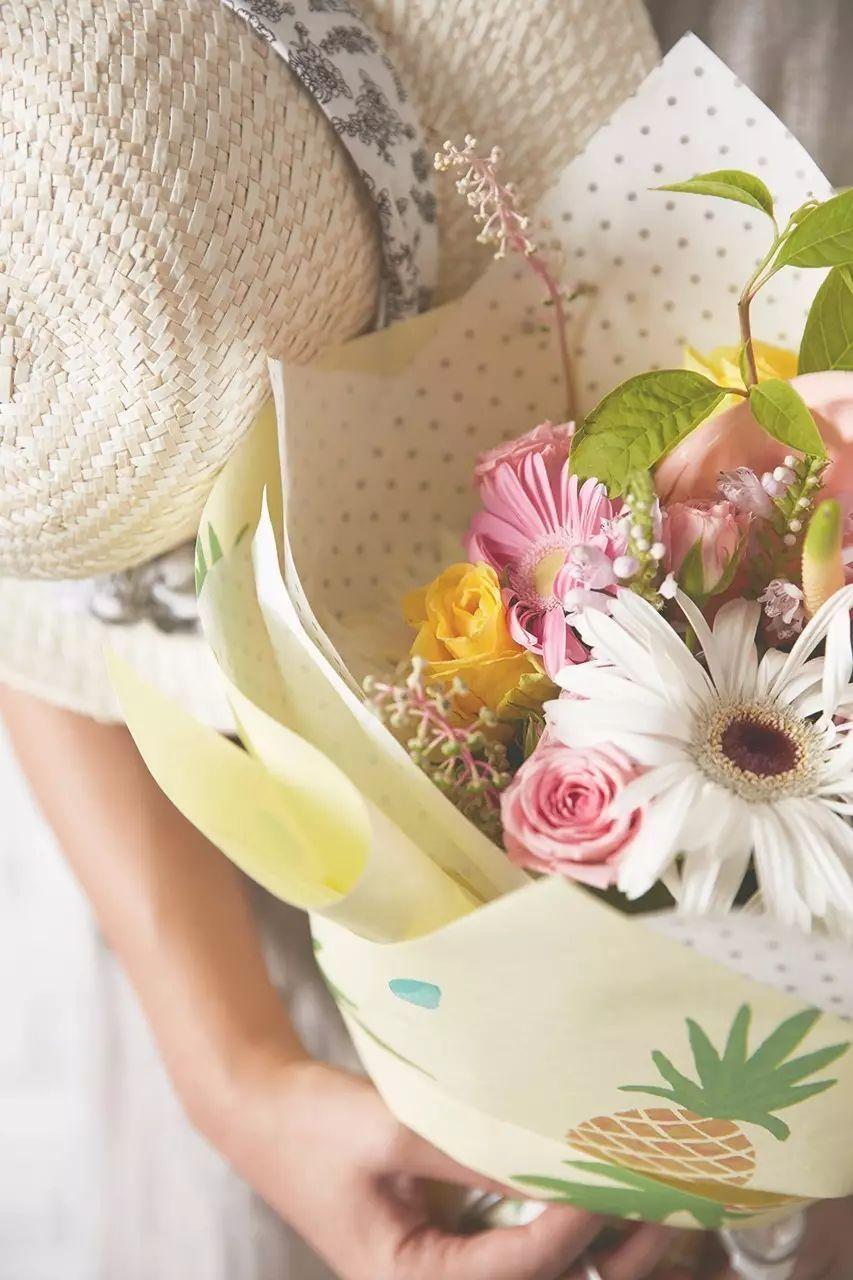 比如近年流行的韩式花束,一束花需要多张包装纸,可以用到不同类型的图片