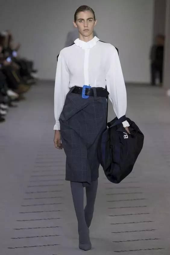 衬衫+半身裙,最显气质的时髦搭配!
