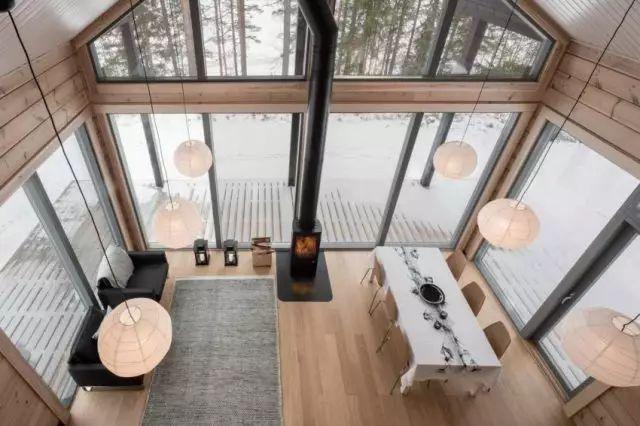 功能性室内设计 芬兰丛林中的现代木屋别墅