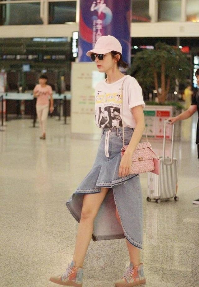 古力娜扎撞裙袁姗姗,机场秀美腿谁更胜一筹?