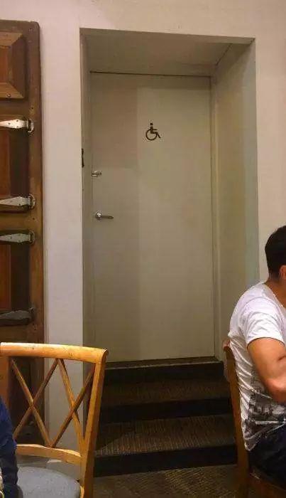 欧美霸纹身男�_房产 正文  今年3月李艳韬买了一套期房,而整栋楼的楼梯间都没有窗户.
