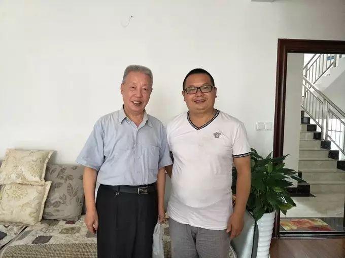 李桂林老师做客在线网编辑部图片