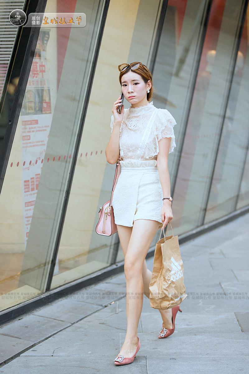 街拍:为什么现在的女孩都穿得那么时尚靓丽