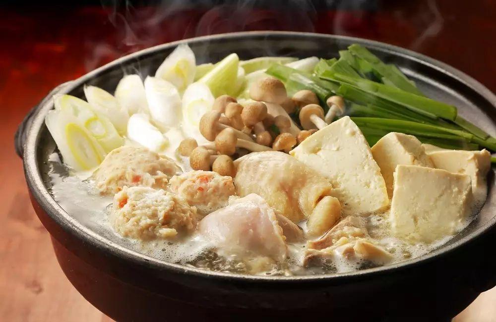 与北方火锅粗犷豪迈的涮肉形式不同,粤式火锅透出的是一种精细烹饪的