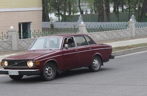 朝鲜街头豪车_看朝鲜街头的这些车,简直是老车博物馆,饱眼福啊!_搜狐车