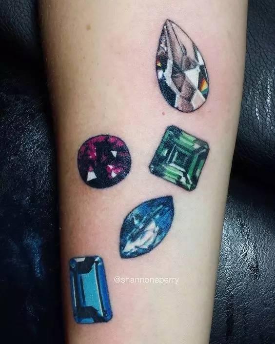 刺青赋予了钻石真正恒久远的意义